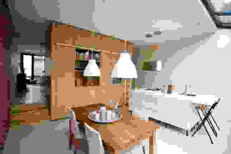DUURZAME WONING OP VRIJ KAVEL NIEUW LEYDEN Moderne keukens van D. M. Alferink architect Modern