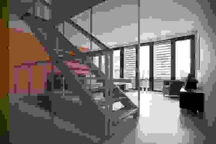 DUURZAME WONING OP VRIJ KAVEL NIEUW LEYDEN Moderne gangen, hallen & trappenhuizen van D. M. Alferink architect Modern