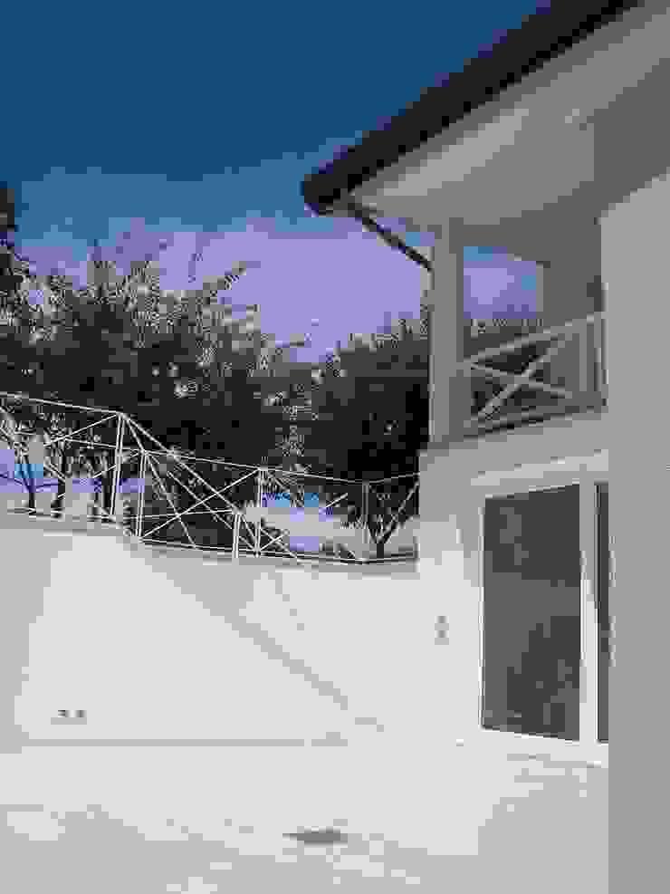 trasparenze Balcone, Veranda & Terrazza in stile classico di bloom graficamentearchitettato Classico