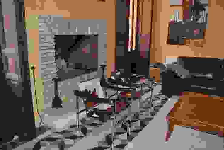 Chimenea de ladrillos recuperados Salones de estilo mediterráneo de Anticuable.com Mediterráneo