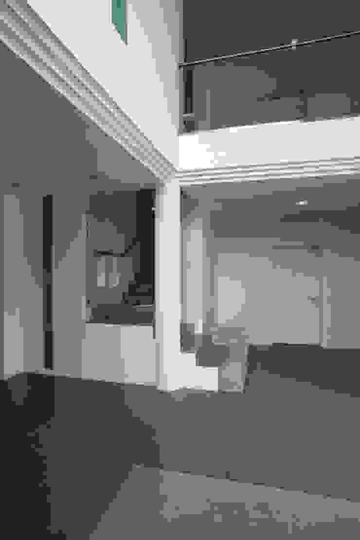 玄關 &走廊 根據 Massimo Vallotto Architetto