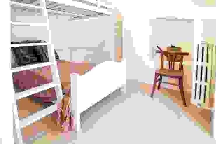 letto Camera da letto eclettica di meb progetto ambiente Eclettico