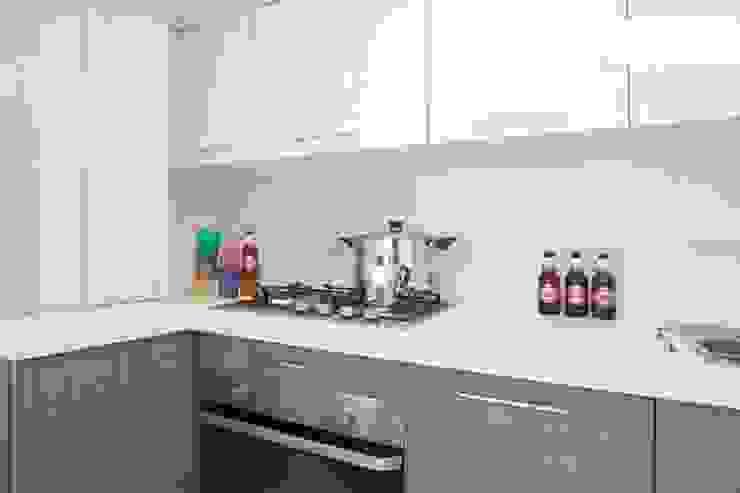 cucina Cucina eclettica di meb progetto ambiente Eclettico