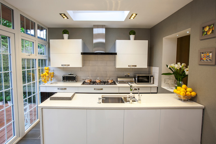 Kitchen/dining —Canary Wharf Modern kitchen by Millennium Interior Designers Modern