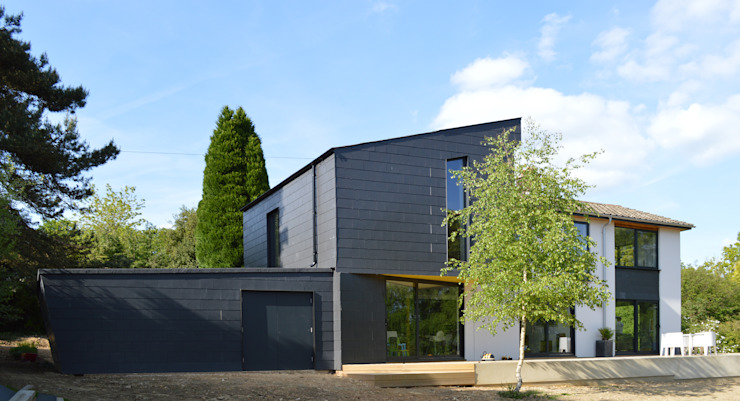 Transforming a 1960s Detached Property, Haslemere, Surrey Nowoczesne domy od ArchitectureLIVE Nowoczesny