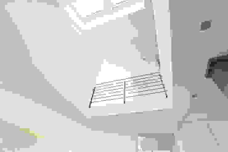 Innenraum Galerie Moderner Flur, Diele & Treppenhaus von BITSCH + BIENSTEIN Architekten PartGmbB Modern