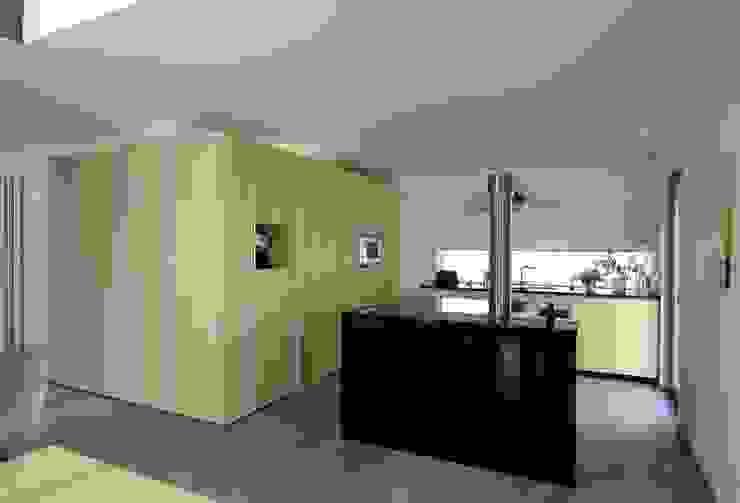 Modern kitchen by A r c h i t e k t i n Kelbing Modern