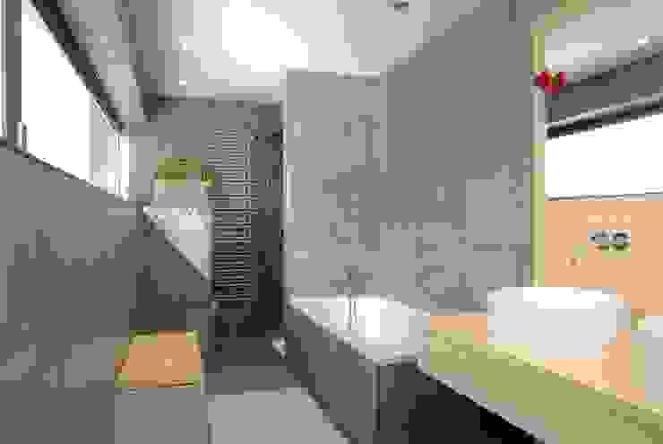 Salle de bain moderne par A r c h i t e k t i n Kelbing Moderne