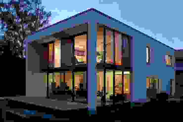 Modern houses by A r c h i t e k t i n Kelbing Modern