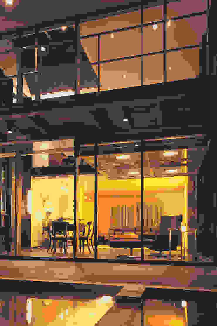 Lichtillumination bei Nacht Moderner Balkon, Veranda & Terrasse von Stadie + Stadie Architekten Modern