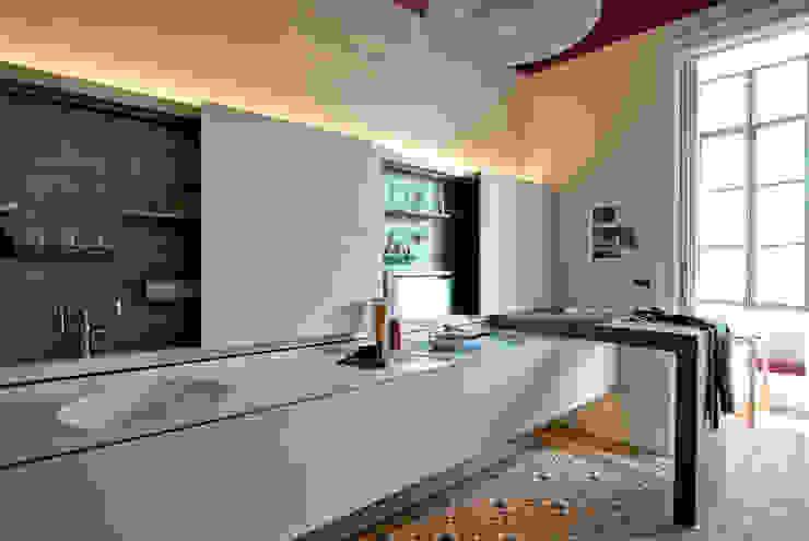 Cocinas modernas: Ideas, imágenes y decoración de Trestrastos Moderno