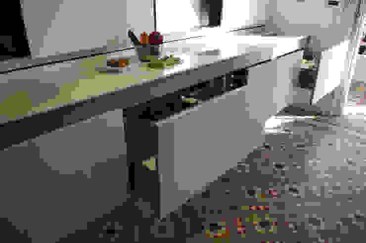 Cocina planificada al detalle Cocinas de estilo moderno de Trestrastos Moderno