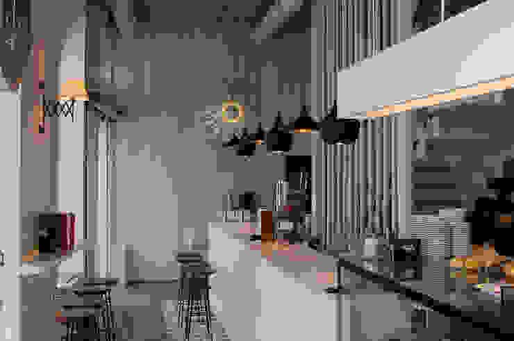 Savoy Bares y clubs de estilo moderno de LabMatic Estudio Moderno
