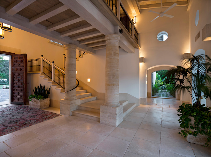 Artigas Arquitectos Rustic style corridor, hallway & stairs
