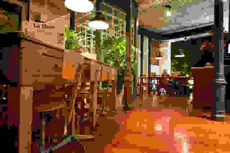 Bar & Club moderni di LabMatic Estudio Moderno