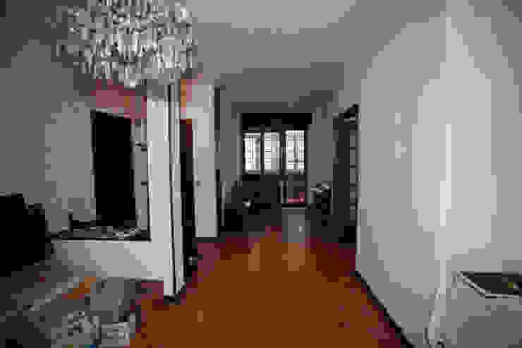 Ristrutturazione appartamento per un fotografo Soggiorno moderno di Studio RBA Moderno