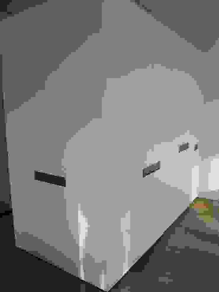 GARDEROBE/SCHRÄNKE von mori Minimalistisch