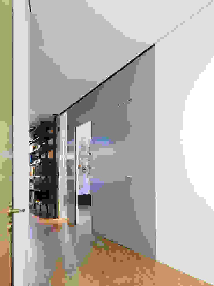 Espaces de bureaux minimalistes par mori Minimaliste