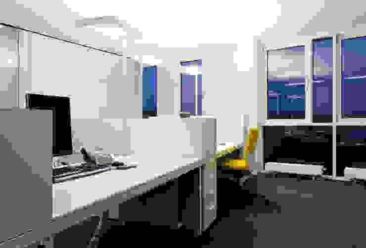 Espaces de bureaux modernes par mori Moderne