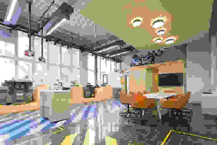 SALES Moderne Bürogebäude von mori Modern