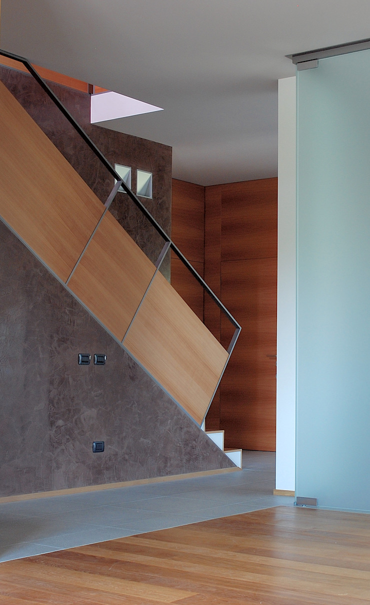 現代風玄關、走廊與階梯 根據 sergio fumagalli architetto 現代風