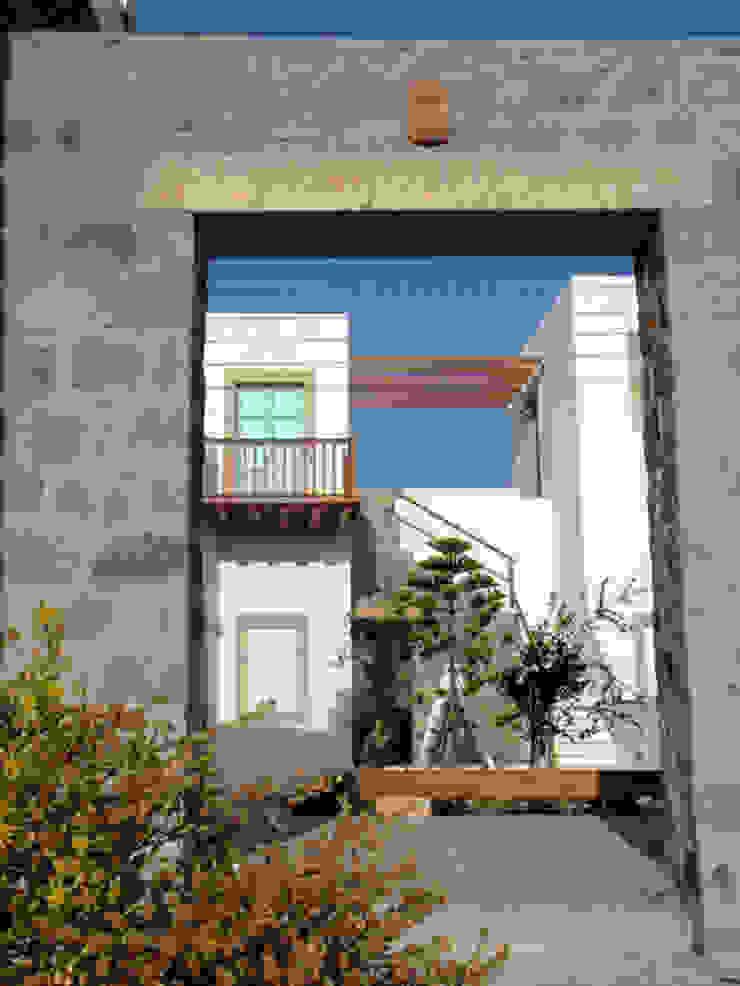 Casas de estilo colonial de Studio VERRINA Colonial