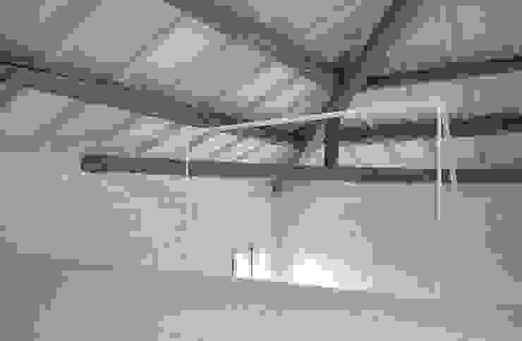 Living room by Bertolone+Plazzogna Architetti
