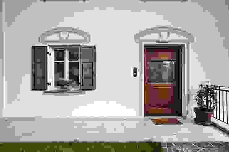 i fregi Case moderne di luca pedrotti architetto Moderno