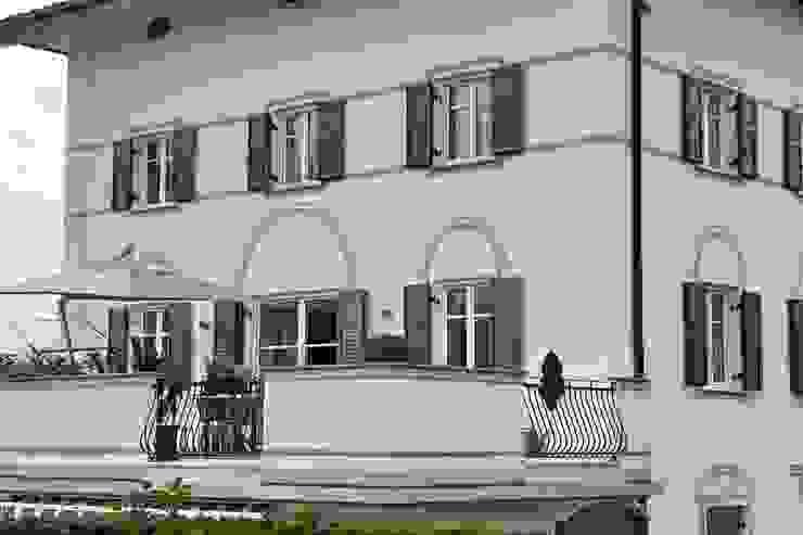 gli esterni Case moderne di luca pedrotti architetto Moderno