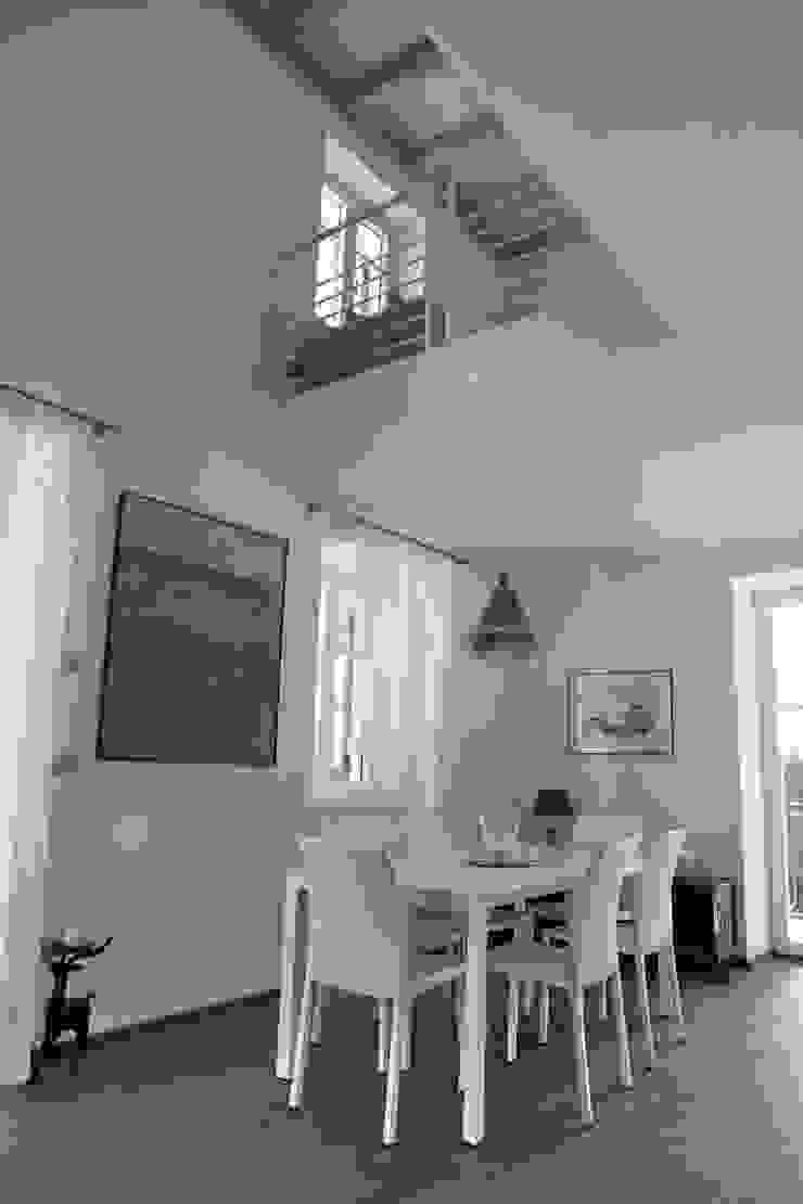 l'affaccio duplex sul pranzo Sala da pranzo moderna di luca pedrotti architetto Moderno