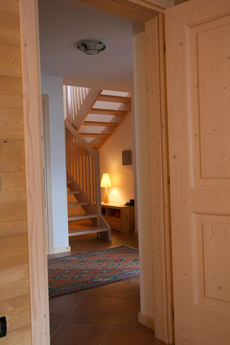Cubisoft Rustic style corridor, hallway & stairs