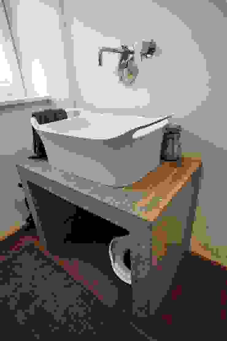 il bagno di servizio Bagno moderno di luca pedrotti architetto Moderno