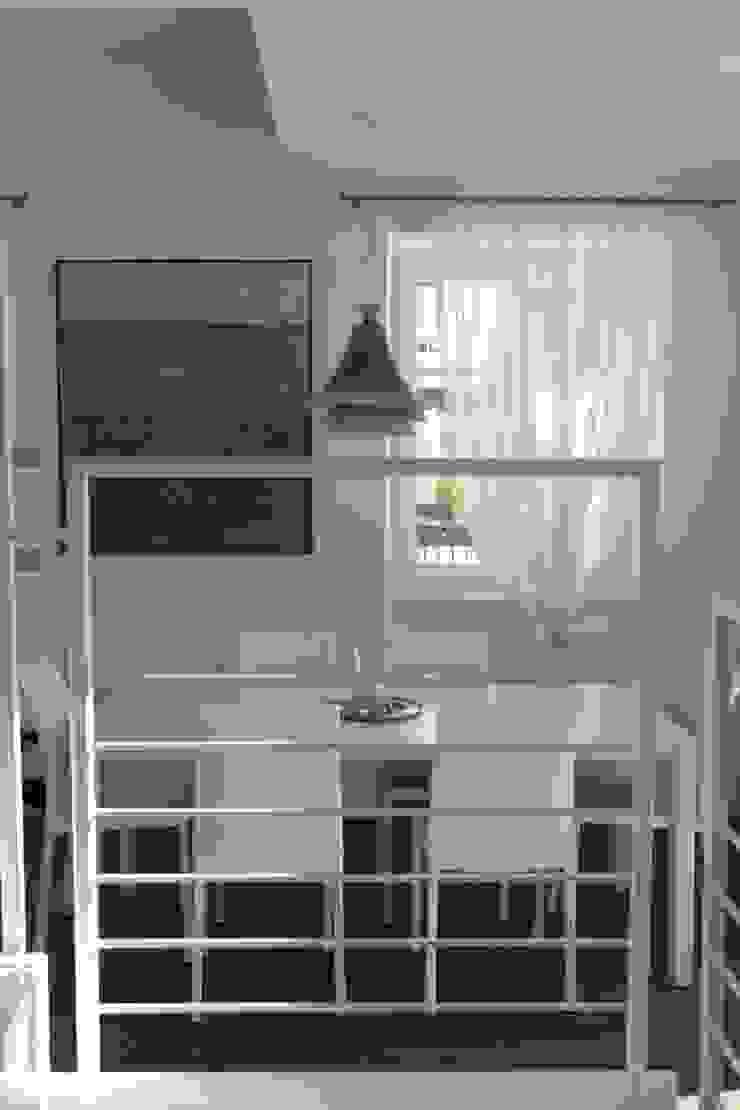 la scala ed il pranzo Sala da pranzo moderna di luca pedrotti architetto Moderno