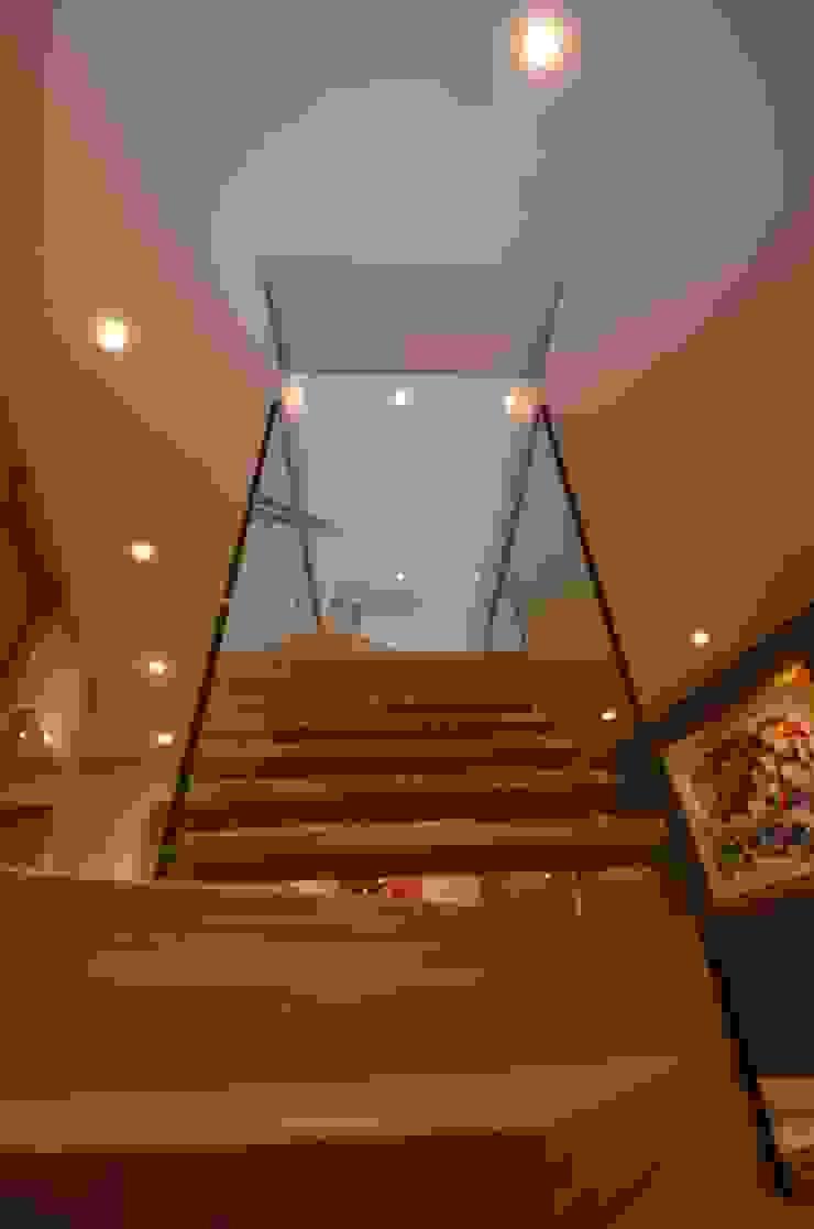 Schwebende Stufen Siller Treppen/Stairs/Scale Flur, Diele & TreppenhausTreppen Holz Braun