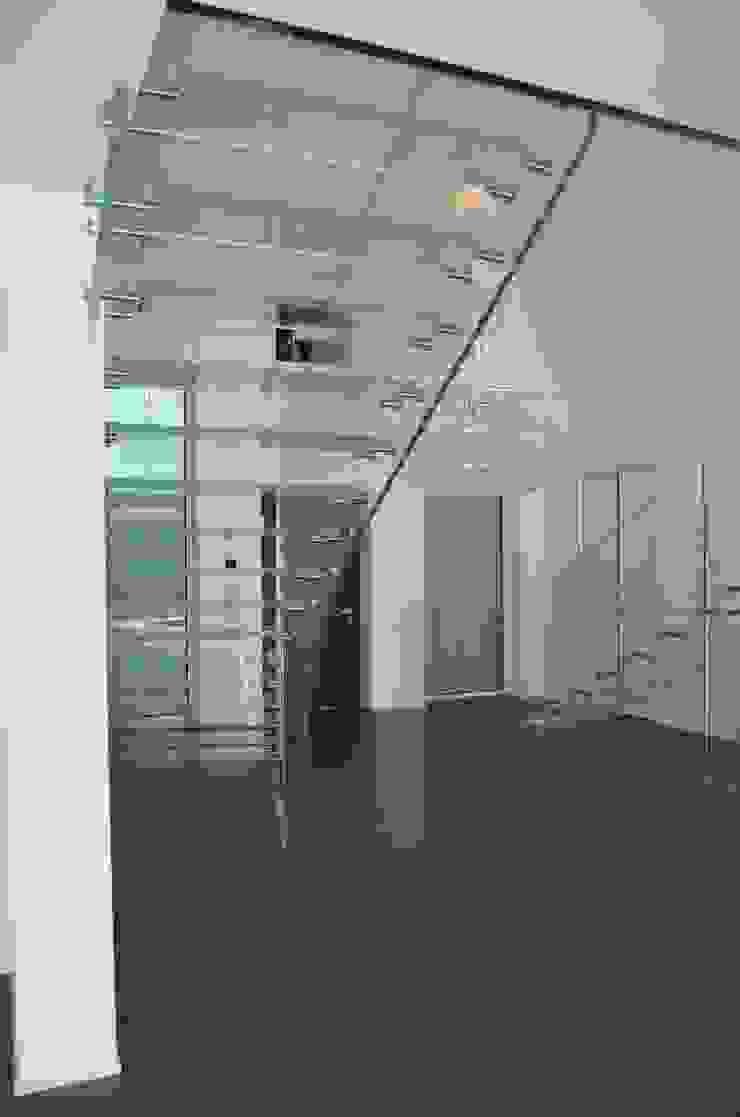 Ganzglastreppen, Projekt Padova: industriell  von Siller Treppen/Stairs/Scale,Industrial Glas
