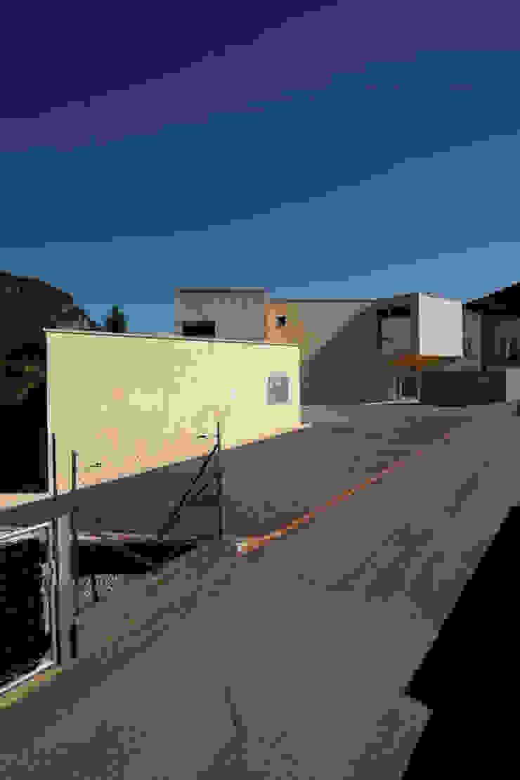 Casa a Riva S. Vitale Garage/Rimessa in stile moderno di Studio d'arch. Gianluca Martinelli Moderno