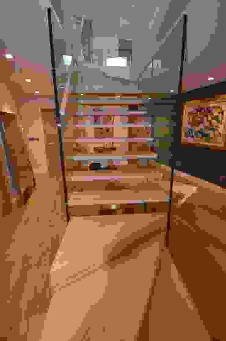 Glaswand Treppe von vorne Siller Treppen/Stairs/Scale Flur, Diele & TreppenhausTreppen Holz Braun