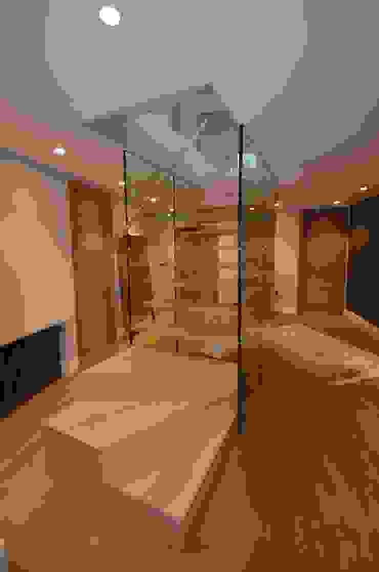 Treppe mit Glaswand Siller Treppen/Stairs/Scale Flur, Diele & TreppenhausTreppen Holz Braun