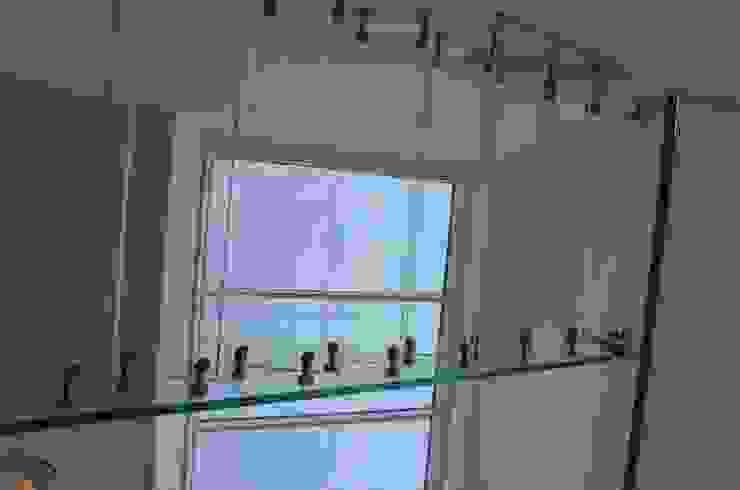 Glastreppen von unten: industriell  von Siller Treppen/Stairs/Scale,Industrial Glas