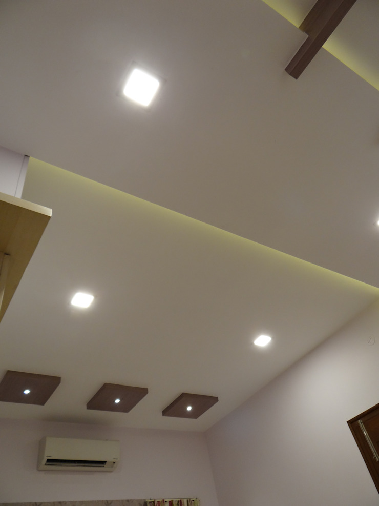 Bedroom Ceiling Modern style bedroom by Hasta architects Modern