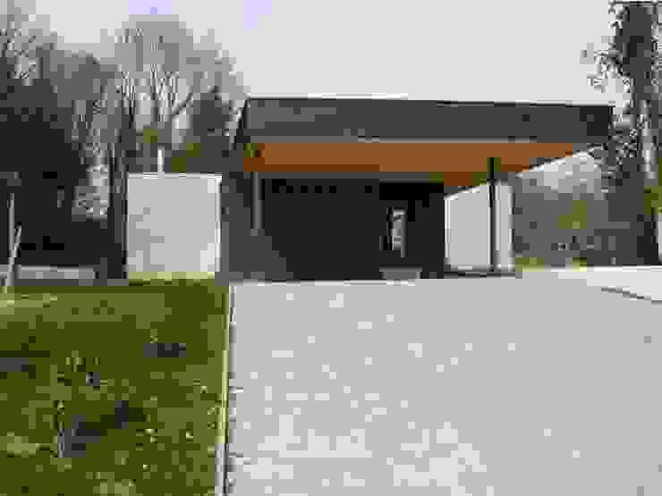 War House Garage / Hangar modernes par Allegre + Bonandrini architectes DPLG Moderne