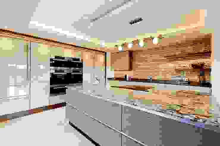 Lancashire Residence Modern Mutfak Kettle Design Modern