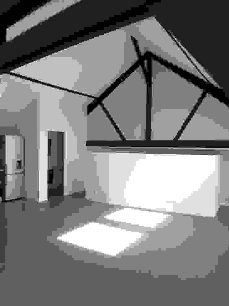 Столовая комната в стиле модерн от Allegre + Bonandrini architectes DPLG Модерн