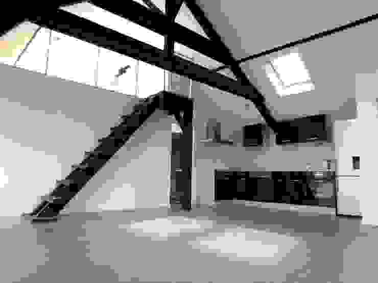 現代廚房設計點子、靈感&圖片 根據 Allegre + Bonandrini architectes DPLG 現代風