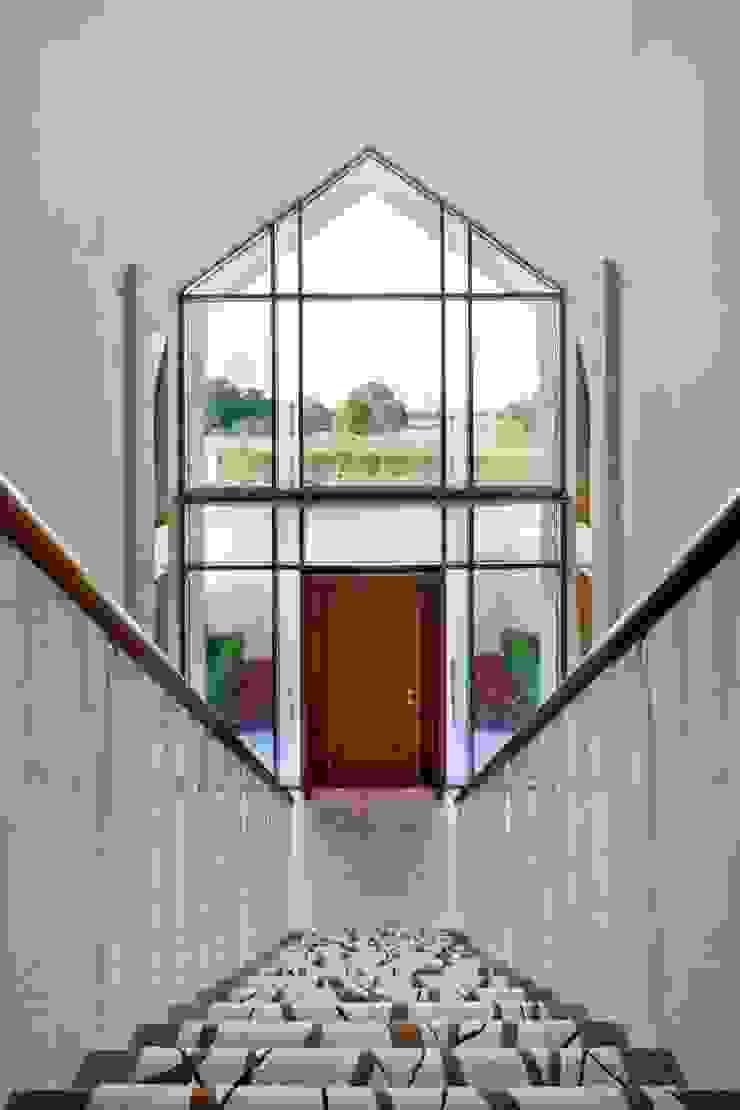 Lancashire Residence Modern corridor, hallway & stairs by Kettle Design Modern