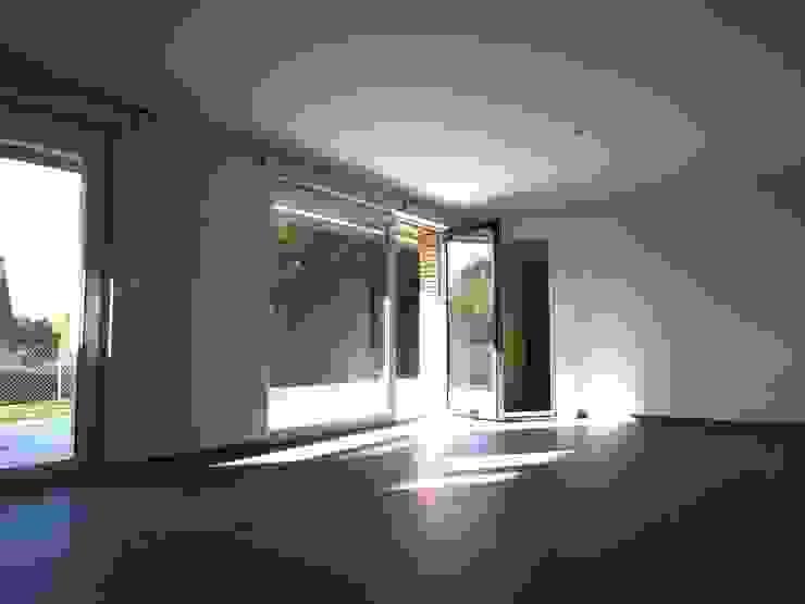 10 logements sociaux Passifs Salon moderne par Allegre + Bonandrini architectes DPLG Moderne