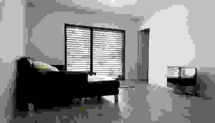 Salones de estilo moderno de Allegre + Bonandrini architectes DPLG Moderno