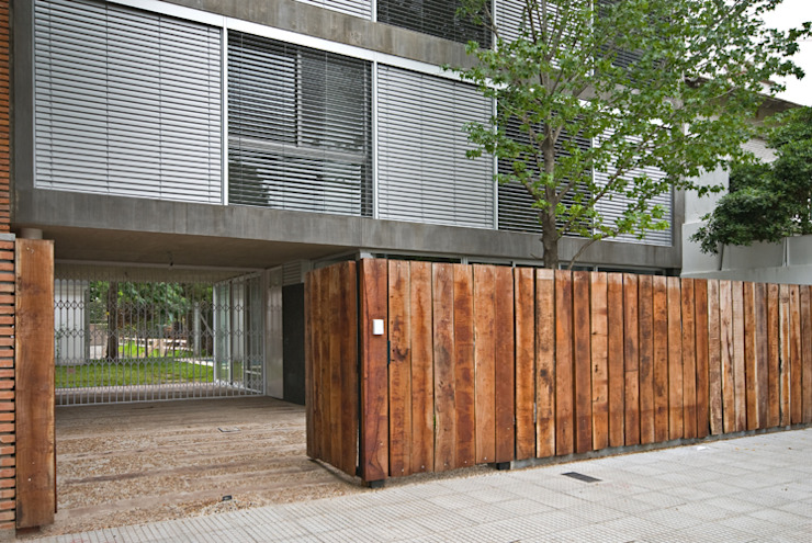 Entrada Peatonal y Vehicular: Casas de estilo  por moarqs