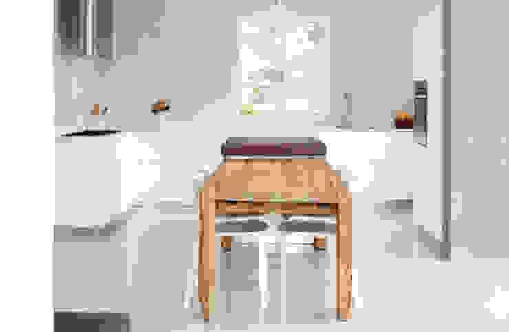 Cocinas de estilo moderno de michele roccabruna architetto Moderno