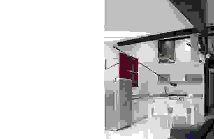 appartamento B Sala da pranzo moderna di michele roccabruna architetto Moderno
